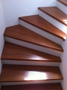 Treppenbelag aus Holz: Bild zeigt fertige Treppe. Quelle: A. Vogel