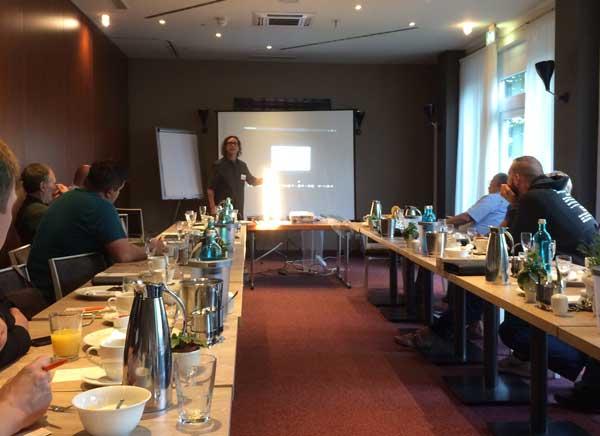 Andreas Pfaff hält seinen Vortrag bei Mainlink