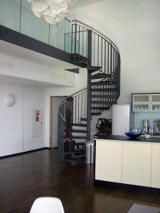 Stahltreppe als Wendeltreppe innen von der Schmidt Metallbaugesellschaft